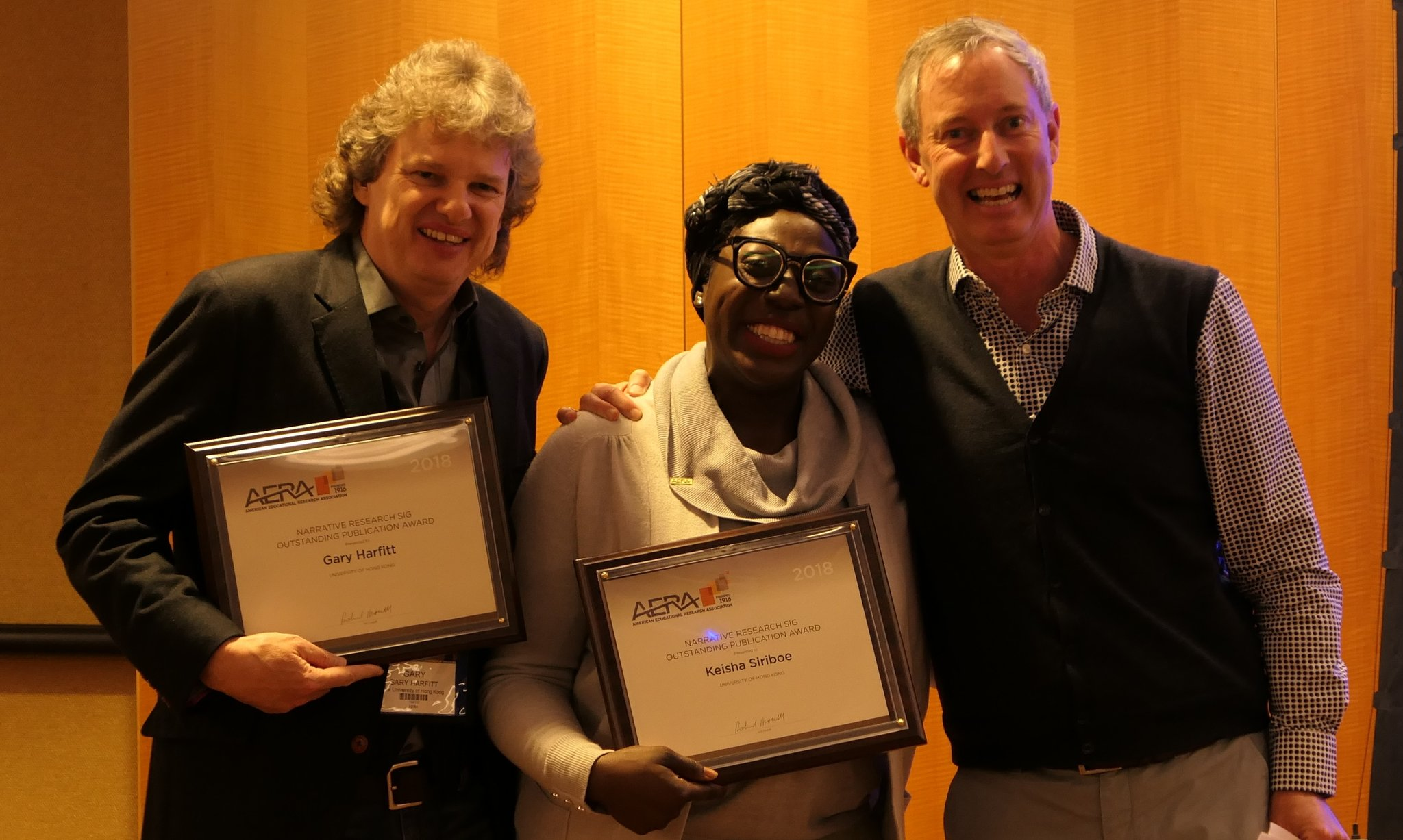 Miss Keisha Siriboe (centre) and Dr Gary Harfitt (left) received the award at the Narrative Research SIG Business Meeting.